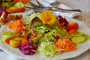 Avoid bloating for your wedding day - salad