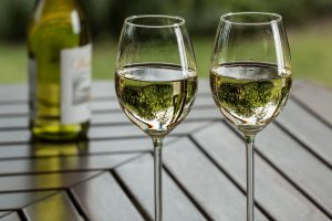 Avoid bloating for your wedding day - wine